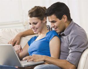 Couple learning fertility awareness online